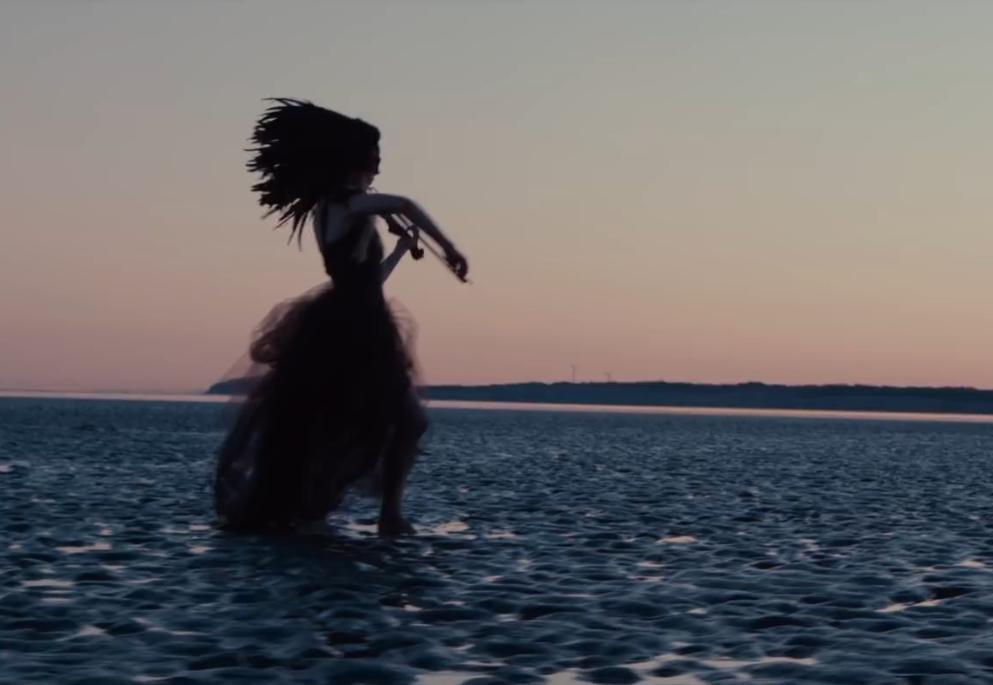 Lindsey Stirling - I Wonder As I Wander
