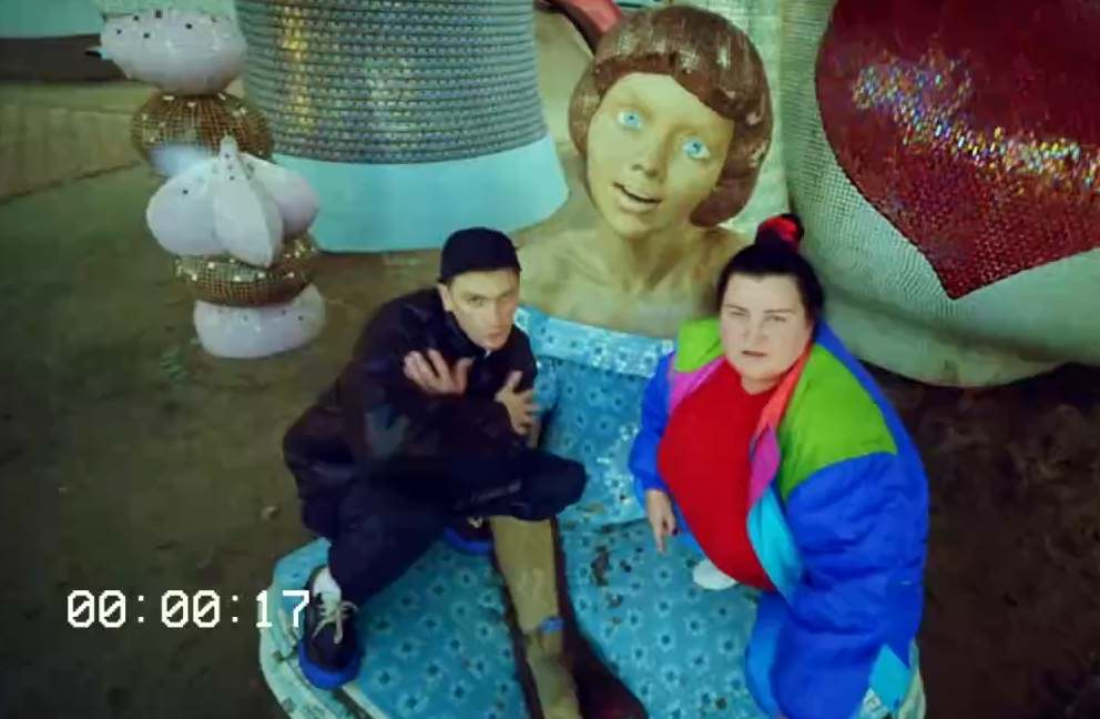 Александр Гудков & alyona alyona - Comment out на колёсах